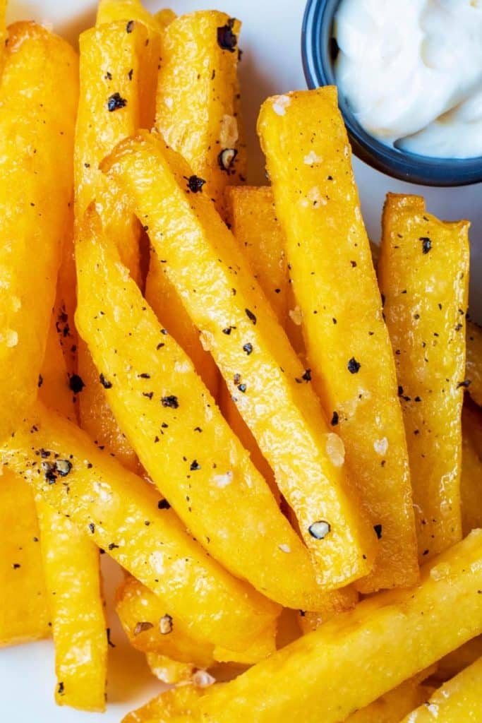 Seasoned polenta fries with dip