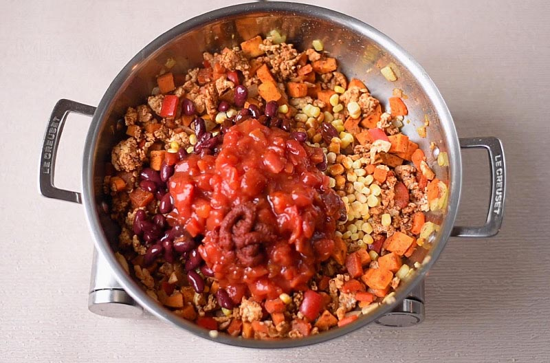 A large pan containing all the ingredients for a turkey chili