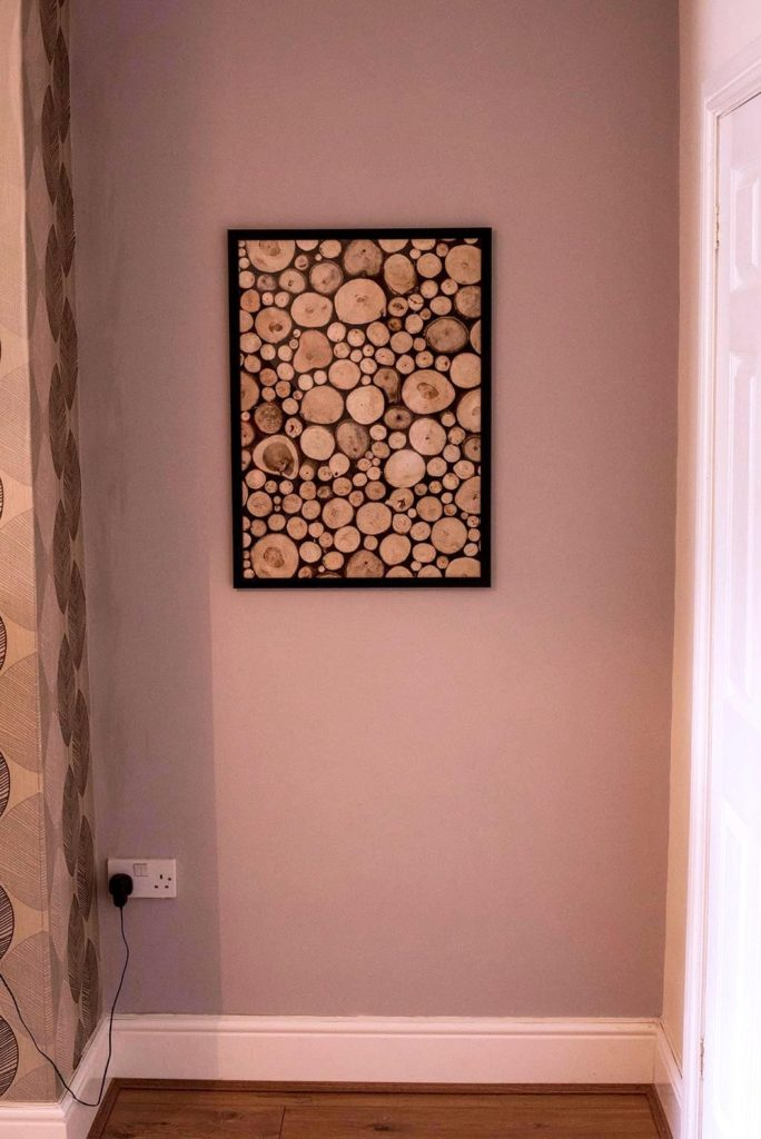 Straight on shot of alcove with picture