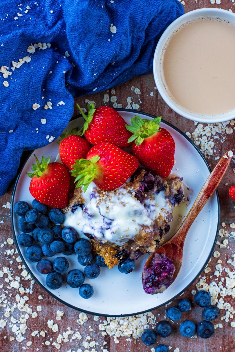 A plate of baked oats with yoghurt, blueberries and strawberries