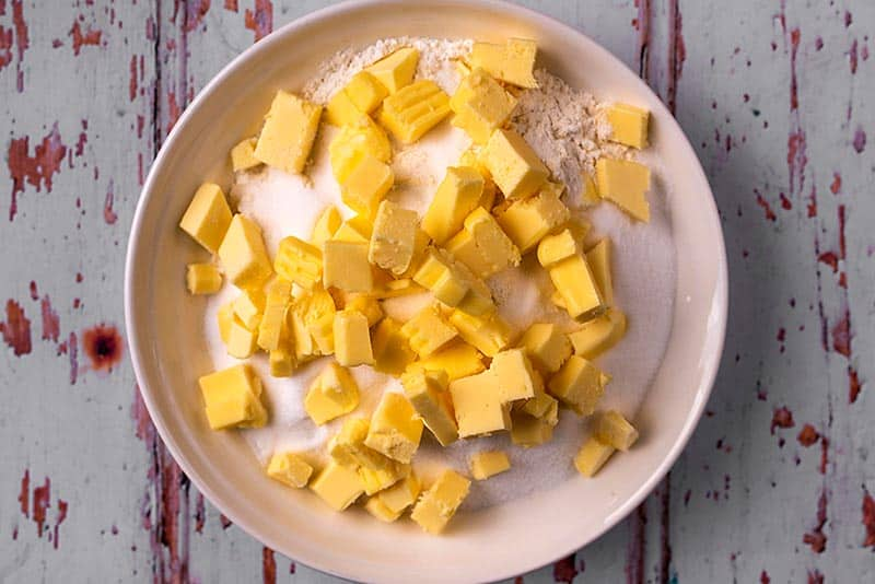 Flour and cubes of butter in a bowl