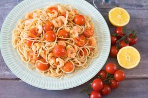 Tomato Garlic and Prawn Spaghetti